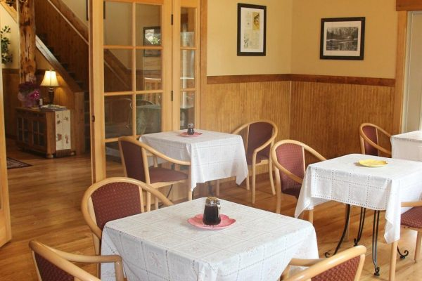 Breakfast room in lodge